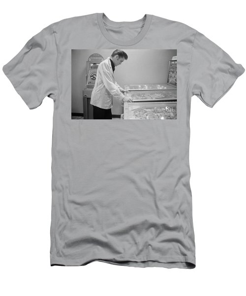 Elvis Presley Playing Pinball 1956 Men's T-Shirt (Athletic Fit)