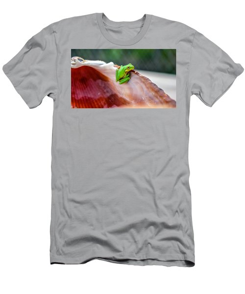 Frog In A Cockle Men's T-Shirt (Athletic Fit)