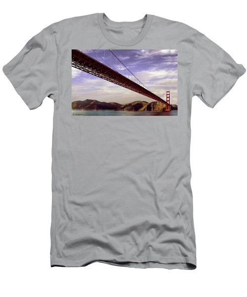 Goldengate Bridge San Francisco Men's T-Shirt (Athletic Fit)