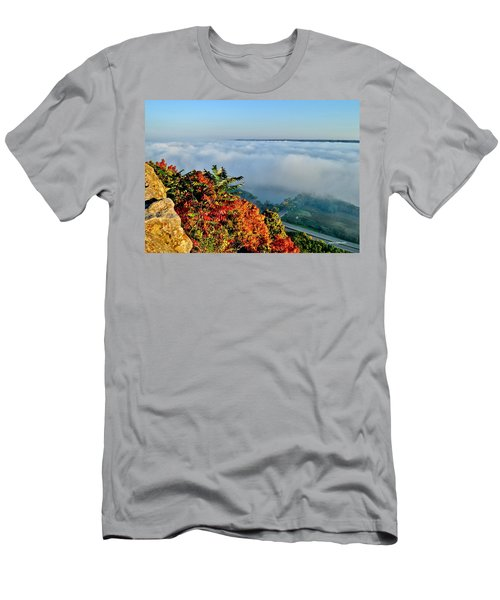 Great River Road Fog Men's T-Shirt (Athletic Fit)
