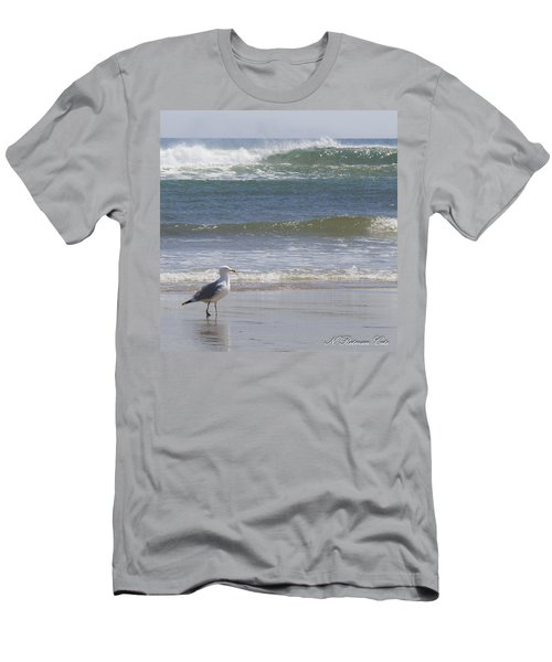 Gull With Parallel Waves Men's T-Shirt (Slim Fit)