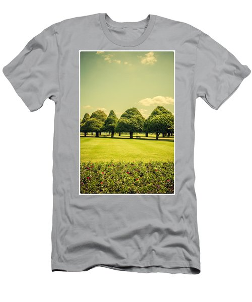 Hampton Court Palace Gardens Summer Colours Men's T-Shirt (Athletic Fit)