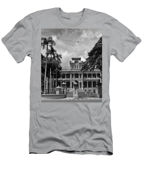 Hawaii's Iolani Palace In Bw Men's T-Shirt (Slim Fit) by Craig Wood