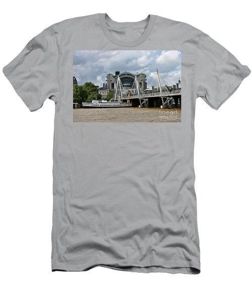 Hungerford Bridge And Charing Cross Men's T-Shirt (Athletic Fit)