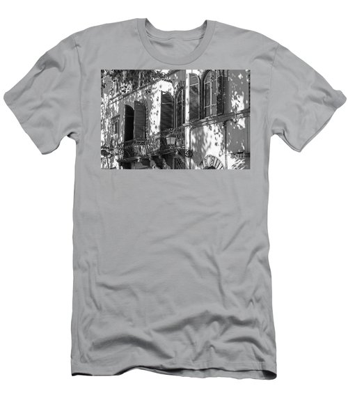 Italian Facade In Bw Men's T-Shirt (Athletic Fit)