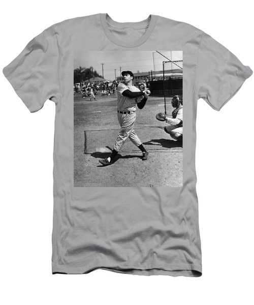 Joe Dimaggio Hits A Belter Men's T-Shirt (Athletic Fit)