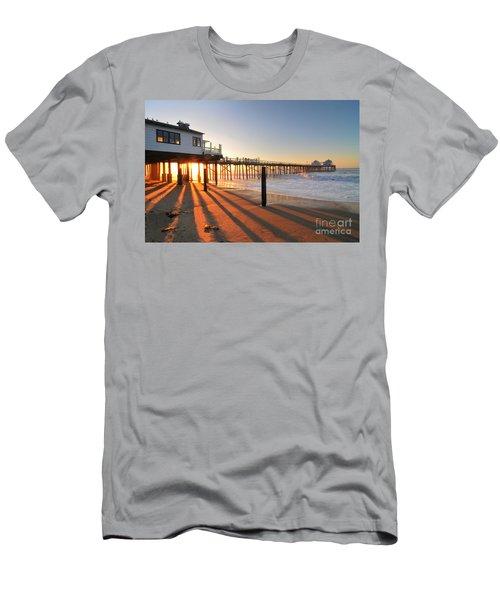 Malibu Pier Sunburst Men's T-Shirt (Athletic Fit)