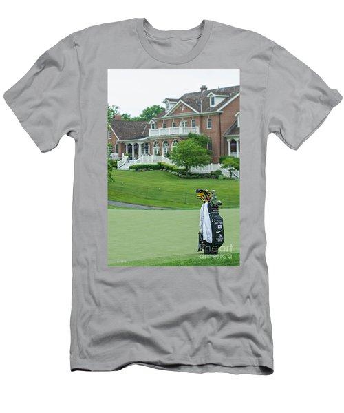 D12w-289 Golf Bag At Muirfield Village Men's T-Shirt (Athletic Fit)