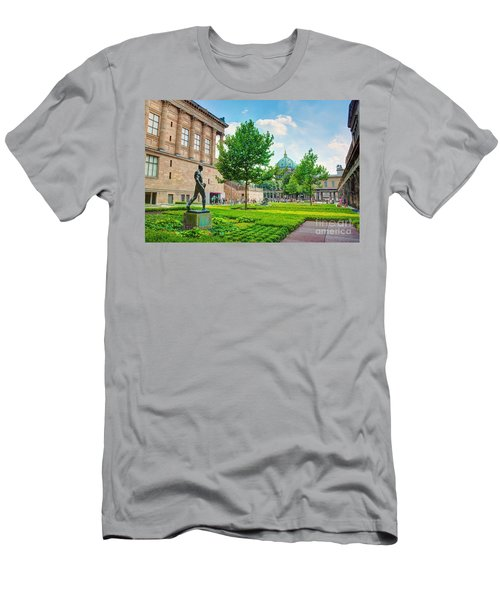 Museum Island Mitte Men's T-Shirt (Athletic Fit)