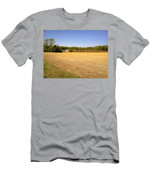 Old Chicken House On A Farm Field Men's T-Shirt (Athletic Fit)