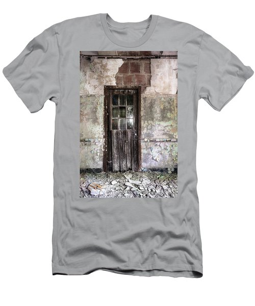 Old Door - Abandoned Building - Tea Men's T-Shirt (Athletic Fit)