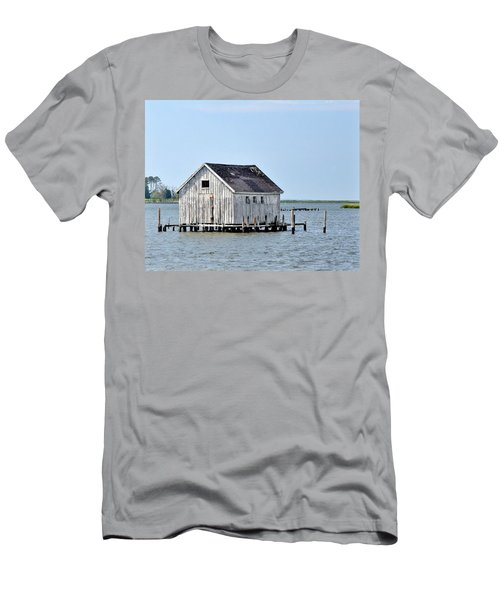 Oyster Shucking Shed Men's T-Shirt (Athletic Fit)