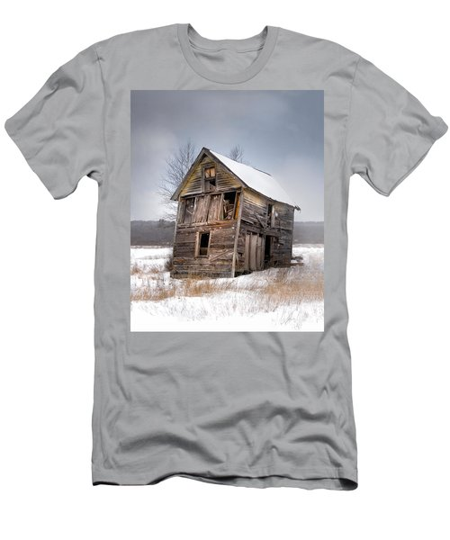 Portrait Of An Old Shack - Agriculural Buildings And Barns Men's T-Shirt (Athletic Fit)