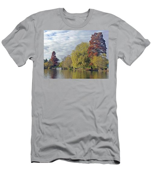 River Avon In Autumn Men's T-Shirt (Athletic Fit)