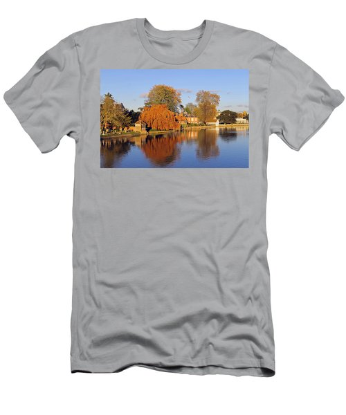 River Thames At Marlow Men's T-Shirt (Athletic Fit)
