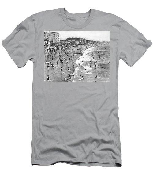 Santa Monica Beach In December Men's T-Shirt (Athletic Fit)