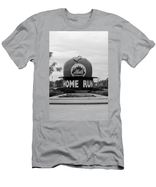 Shea Stadium Home Run Apple In Black And White Men's T-Shirt (Athletic Fit)