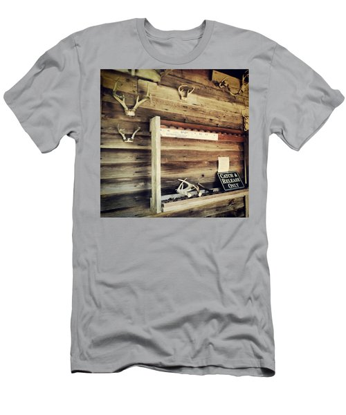 South Carolina Hunting Cabin Men's T-Shirt (Athletic Fit)