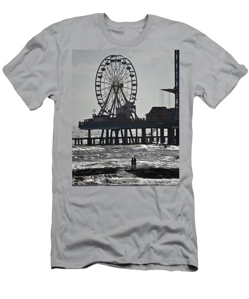 Surfer And Lovers At Pleasure Pier Men's T-Shirt (Athletic Fit)