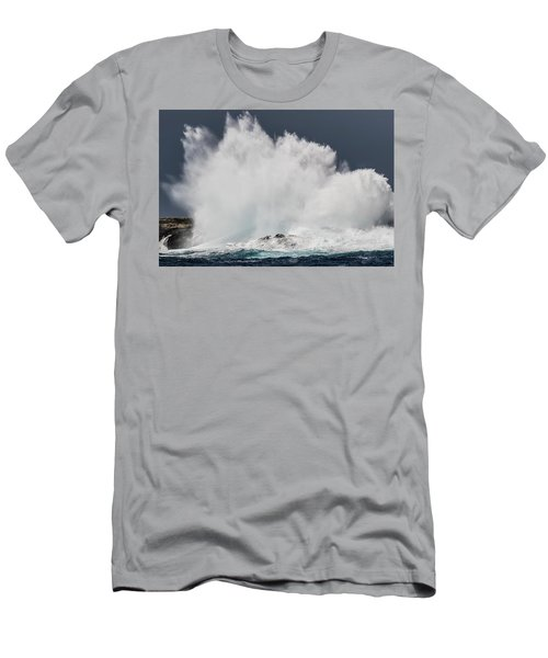 Swell Induced Wave Crashing On The Kona Men's T-Shirt (Athletic Fit)