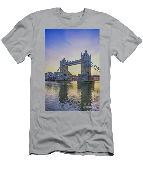 Tower Bridge Sunrise Men's T-Shirt (Athletic Fit)