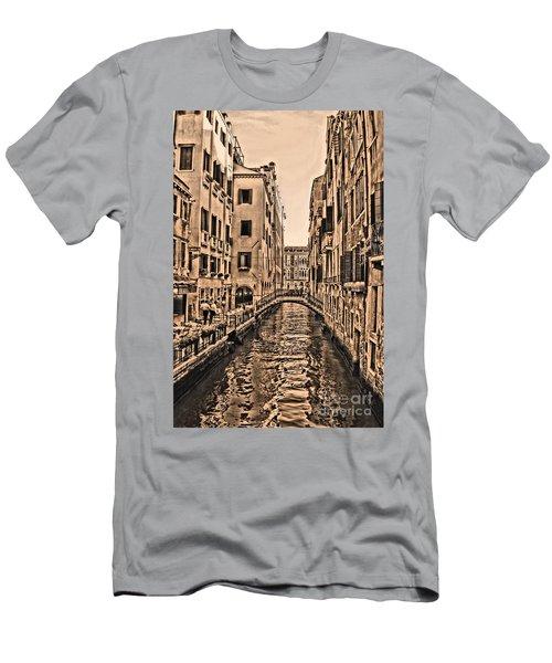 Venice Canal Men's T-Shirt (Athletic Fit)