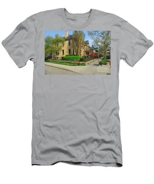 D47l-15 Victorian Village Photo Men's T-Shirt (Athletic Fit)