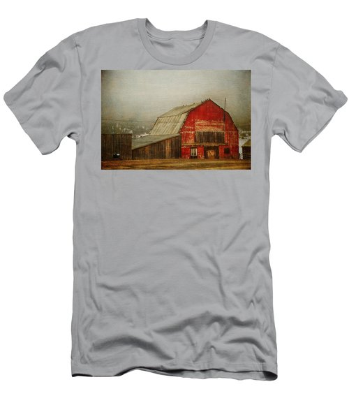 Vintage Red Barn Men's T-Shirt (Athletic Fit)