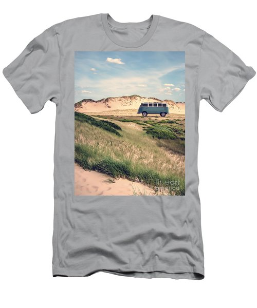 Vw Surfer Bus Out In The Sand Dunes Men's T-Shirt (Athletic Fit)