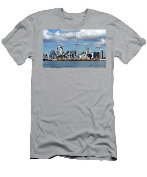 Auckland Skyline Men's T-Shirt (Athletic Fit)