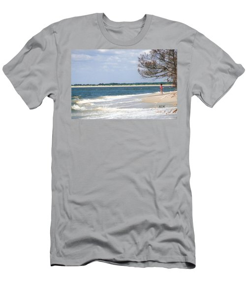 Girl On The Beach Men's T-Shirt (Athletic Fit)
