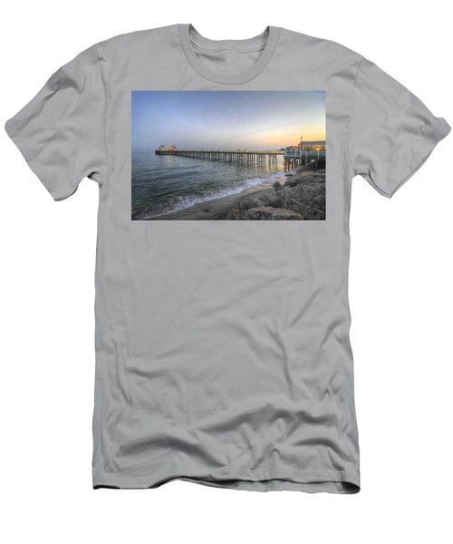 Malibu Pier Restaurant Men's T-Shirt (Athletic Fit)