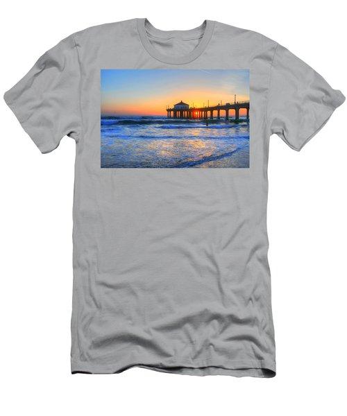 Manhattan Pier Sunset Men's T-Shirt (Athletic Fit)