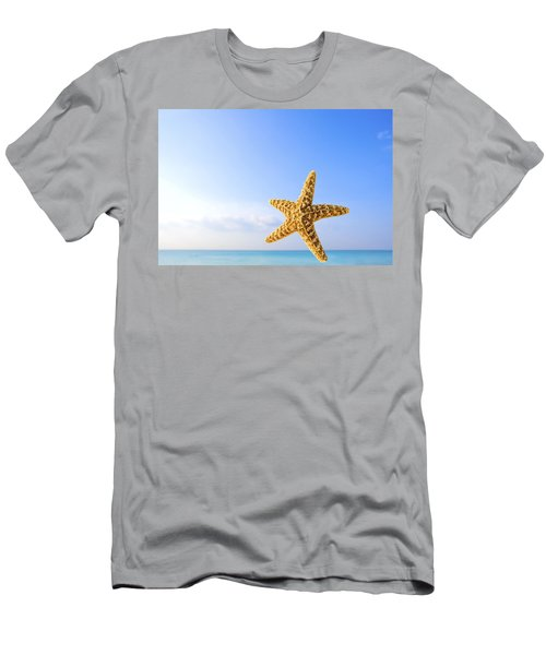 Starfish In Front Of The Ocean Men's T-Shirt (Athletic Fit)