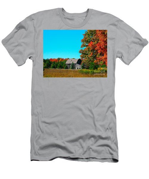 Old Barn In Fall Color Men's T-Shirt (Athletic Fit)