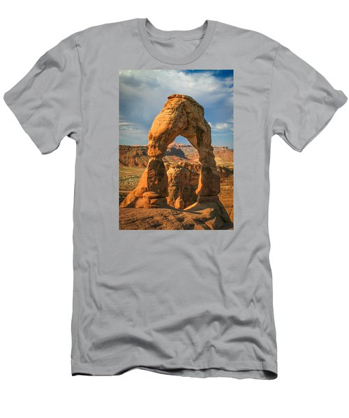 #3057 - Delicate Arch, Utah Men's T-Shirt (Athletic Fit)