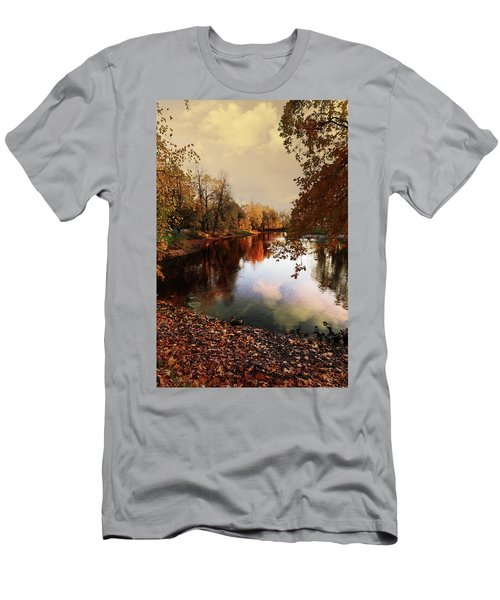 a quiet evening in a city Park painted in bright colors of autumn Men's T-Shirt (Athletic Fit)