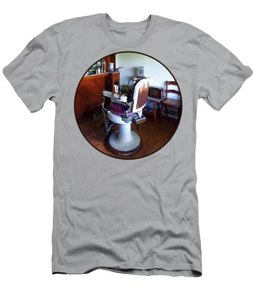 Barber - Old-fashioned Barber Chair Men's T-Shirt (Slim Fit)