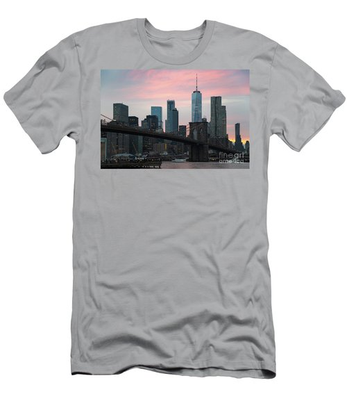Brooklyn Bridge New York Men's T-Shirt (Athletic Fit)