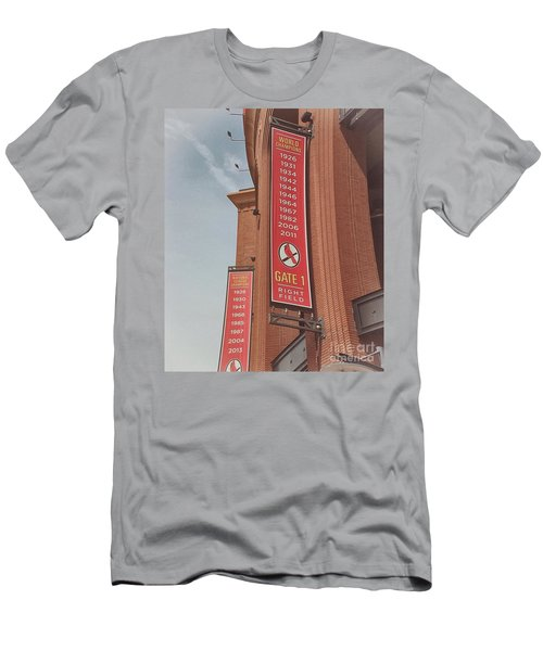 Busch Stadium - Cardinals Baseball Men's T-Shirt (Athletic Fit)
