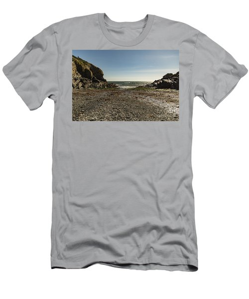 Cadgwith Cove Beach Men's T-Shirt (Athletic Fit)