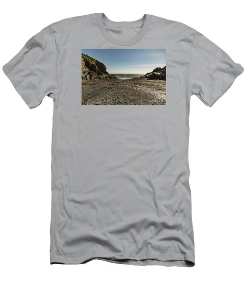 Cadgwith Cove Beach Men's T-Shirt (Slim Fit)