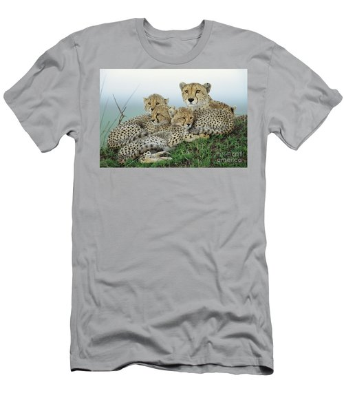 Cheetah And Her Cubs Men's T-Shirt (Athletic Fit)