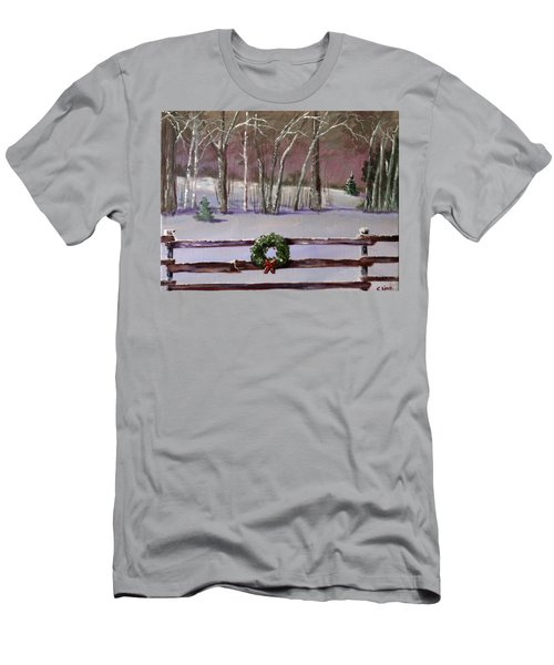 Christmas Wreath On Fence  Men's T-Shirt (Athletic Fit)