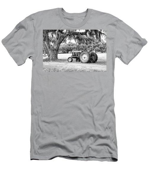 Coosaw - John Deere Parked Men's T-Shirt (Athletic Fit)