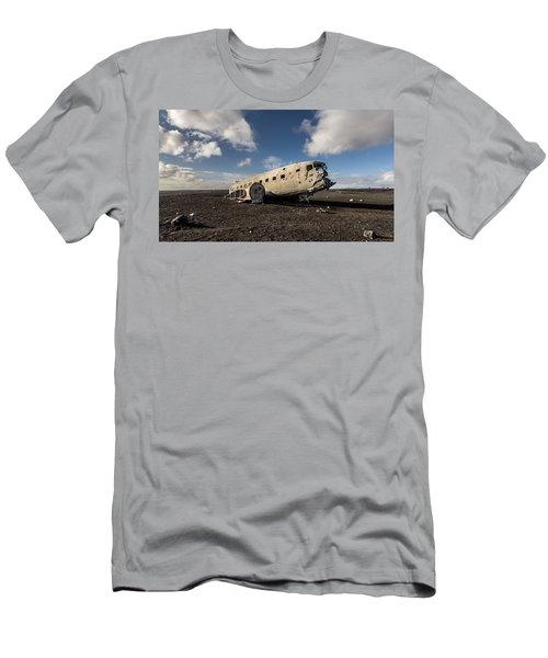 Crashed Dc-3 Men's T-Shirt (Athletic Fit)