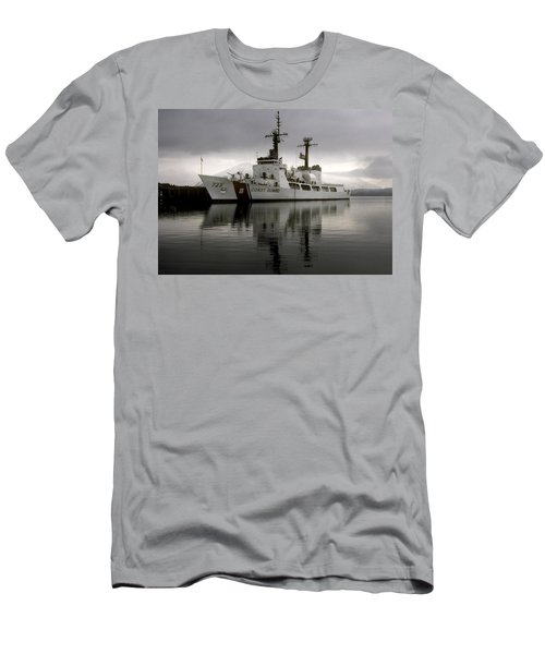 Cutter In Alaska Men's T-Shirt (Athletic Fit)