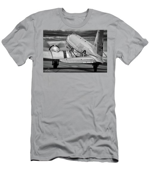 Dc3 Taxiing For Departure Men's T-Shirt (Athletic Fit)