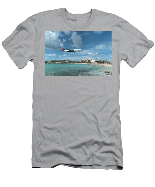 Delta 757 Landing At St. Maarten Men's T-Shirt (Athletic Fit)