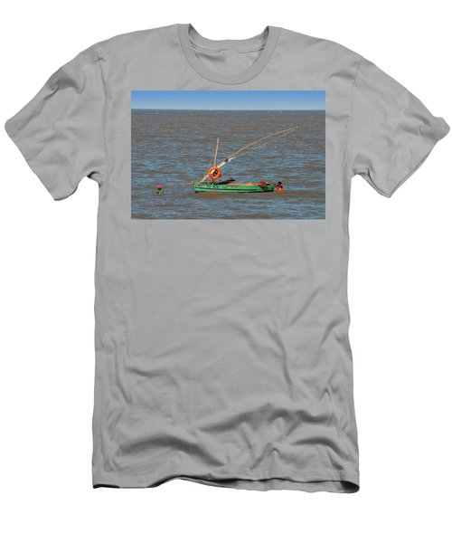 Fishermen Pulling Boat Men's T-Shirt (Athletic Fit)